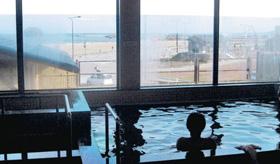「総湯」からは富山湾が望める