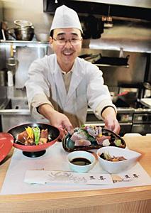 刺し身やぶり大根など、自慢のブリ料理を提供する「ひみぶりフェア」の加盟店「三喜」=氷見市北大町で