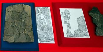 篠場瓦窯遺跡から出土した文字瓦。拓本をとると(右)「山作」(左)「廣山」の文字が読み取れる=6日、静岡市駿河区の県埋蔵文化財センターで