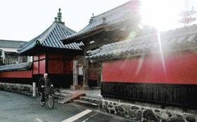宇都宮氏の家臣が討たれた合元寺。別名「赤壁寺」とも