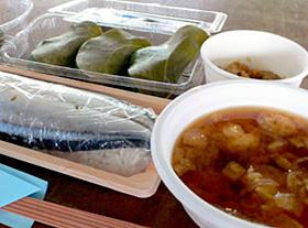 「イタダキ食堂」では、定食の組み合わせも自由=三重県尾鷲市で