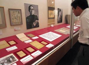 松本と鹿児島を結ぶものを取り上げた「鹿児島展」=松本市立博物館で