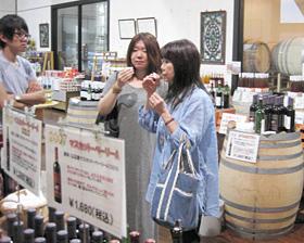 山辺ワイナリーでは約20種類のワインが試飲できる