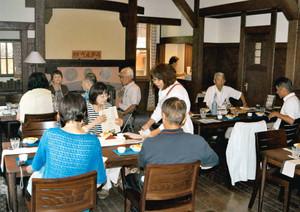 落ち着いた雰囲気で喫茶や軽食が楽しめる聴松閣の喫茶室=名古屋市千種区法王町で