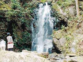 七滝のひとつ「お軽の滝」