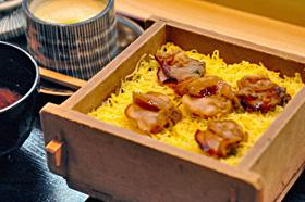 お得なクーポンで食べられる俵寿司の「焼き蛤の蒸しずしセット」