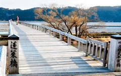 アニメ「ゴールデンタイム」の聖地として話題の蓬來橋=島田市南で