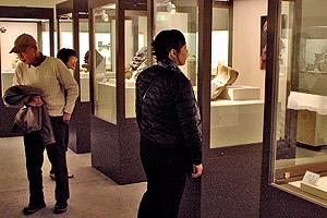 国内や世界各地の瓦を展示する高浜市やきものの里「かわら美術館」の常設展