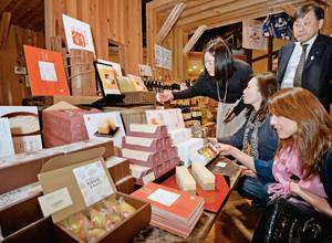 「金沢食のお土産プロジェクト」に参加した事業者が開発した新商品=金沢市大野町で