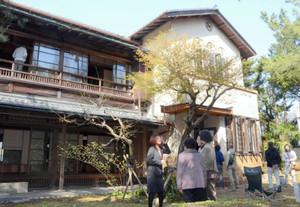 初めて一般に公開された「土井見世邸」=尾鷲市朝日町で