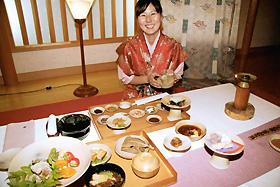 考古学者らの協力で再現した古代の宮廷料理「天平の宴」=奈良市で