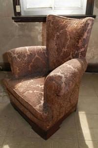 昭和天皇が戦後復興の視察に訪れた際に座ったいす=一宮市栄で