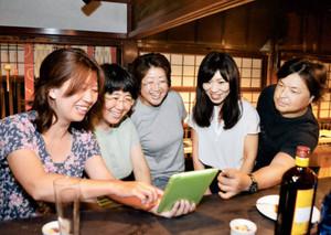 今年の「大聖寺怪談会」の内容を話し合う実行委のメンバーたち=加賀市大聖寺山田町で