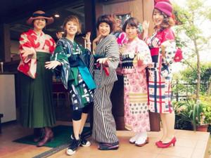 現代風にコーディネートした着物や浴衣を着たモデルたち(脇谷さん提供)