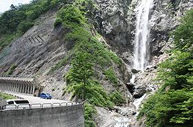 「ふくべの大滝」をはじめ、大自然を気軽に満喫できる