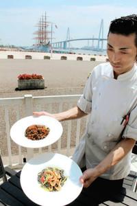 1日から提供される、竹炭が練り込まれたパスタ=射水市海王町で