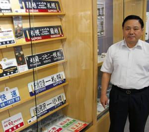 「幅広い世代に見てほしい」と話す大野修さん=瑞穂市稲里の市図書館で