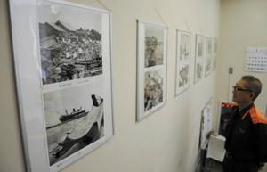 伊勢湾台風の被害を伝える写真=四日市市富田の市防災教育センターで