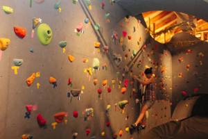 美術館からスポーツ施設に生まれ変わった小布施オープンオアシス=小布施町大島で