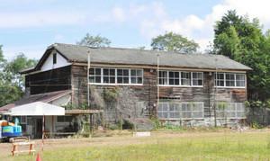 まもなく解体される旧泰阜北中の校舎=泰阜村万場で