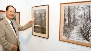 88歳で初の個展を開いた山崎恒彦さん=浜松市中区のクリエート浜松で