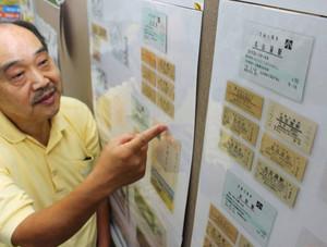 東海道新幹線開業50年を記念し、コレクションを展示している伊藤秀夫さん=津市博多町の津博多郵便局で