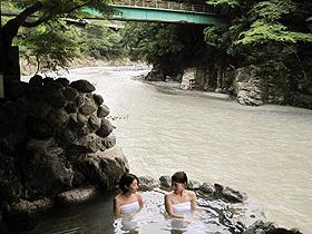 日高川沿いにある「下御殿」の露天風呂