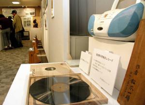 「前畑がんばれ」の実況放送が録音されているレコード=名古屋市千種区の椙山女学園大で