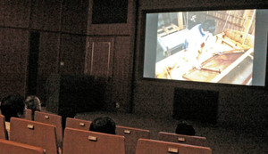 工芸技術記録映画「本美濃紙」を上映しているハイビジョンホール=関市小屋名の県博物館で