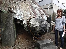 島民の守り神でもある奇岩「どんがめっさん」