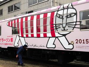 車体に大きく描かれたマイキー=甲賀市信楽町で