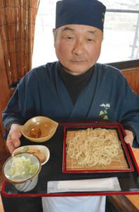 キクイモと市田柿を練り込んだ「かきくちゃん」=飯田市山本で