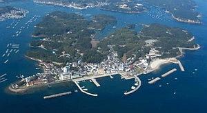 的矢湾に浮かぶ渡鹿野島