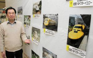 鉄道写真を撮り続ける秋元隆良さん=名古屋市守山区のアピタ新守山店で