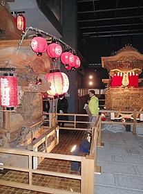 岸和田だんじり会館では、祭りの全容を紹介している