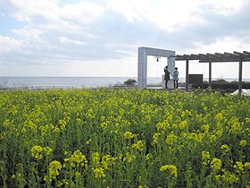 恋路ケ浜にある「永遠の愛を誓う鐘」