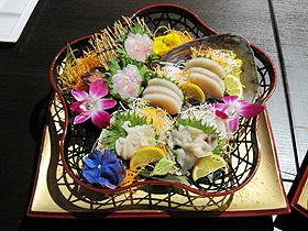 三河産の貝類を味わうプレミアムコース=いずれも愛知県田原市で