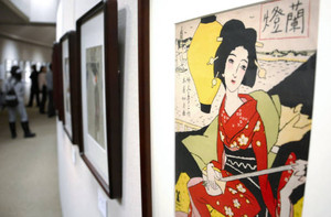 独特の表情の女性画などが並ぶ「竹久夢二展」=伊那市の信州高遠美術館で
