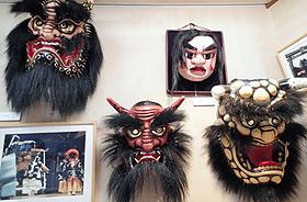 地元の鬼伝説に登場する鬼たち=日本の鬼の交流博物館で