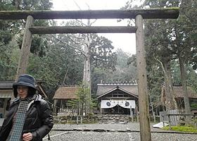 古い歴史を誇る元伊勢内宮皇大神社。手前は「黒木の鳥居」=いずれも京都府福知山市大江町で