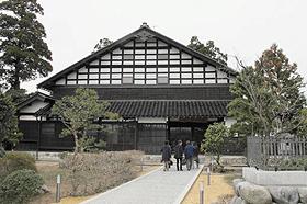 あずまだちと呼ばれる伝統家屋を活用した「農家レストラン大門」