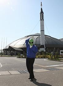 UFOの町をけん引するコスモアイル羽咋(後方)とサンダーくん