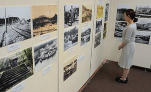 賢島の歴史を写真で紹介する会場=志摩市磯部町迫間の市歴史民俗資料館で