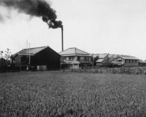工場が稼働していた時代の煙突(トヨタ産業技術記念館提供)