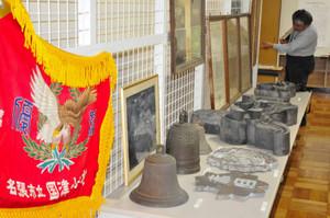 江戸時代に地元の寺子屋で使われていた入門帳=名張市郷土資料館で