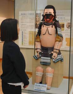 実物の科学調査を経て復元された「仁王胴具足」=一宮市博物館で