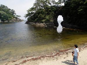 海食が創り出した城山公園の「明鏡洞」