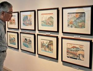 「妖怪道五十三次」の8場面の版画作品=藤枝市郷土博物館・文学館で