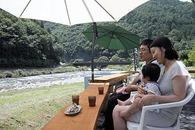 馬瀬川上流の流れを見ながらアユ料理が味わえる「鮎処みず辺」