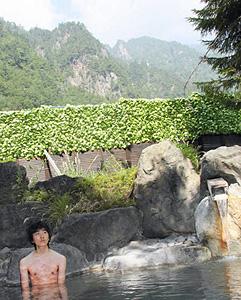 奥飛騨温泉郷にはホテルや旅館、民宿などに自慢の露天風呂がたくさんある=新穂高温泉のホテル穂高で